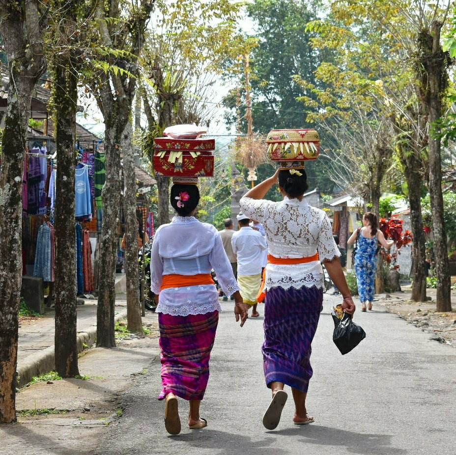 Balinese women carrying goods on their heads