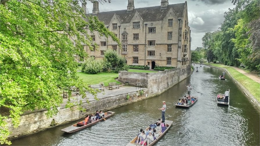 Boats & people on the river in Cambridge