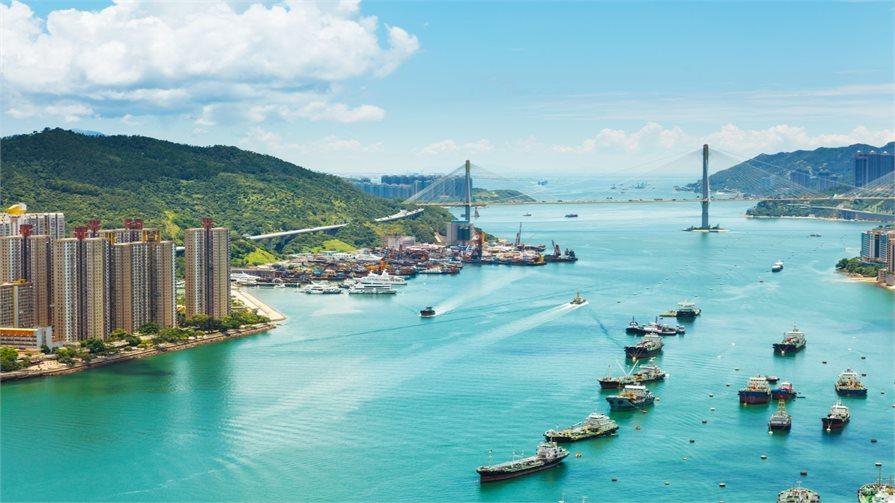 view of the Hong Kong harbor