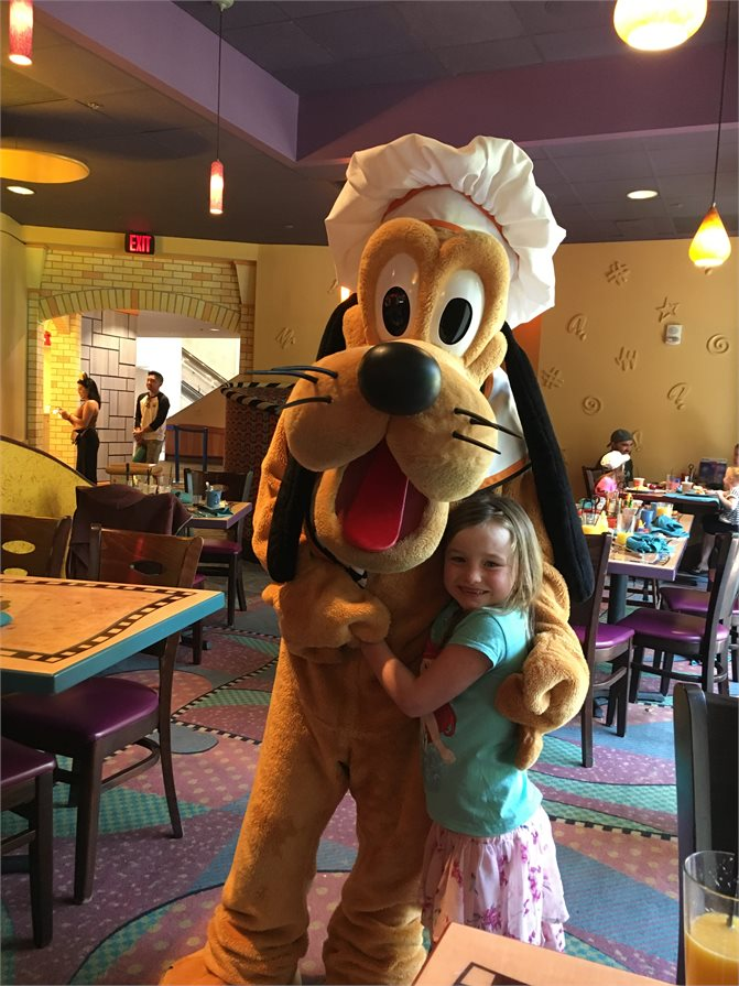 Disneyland Goofy in restaurant
