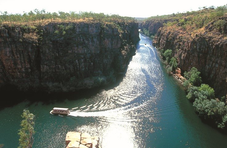 Boat passing through the Katherine Gorge