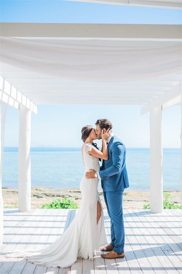 Couple kissing at the alter Malamala Beach Club Fiji