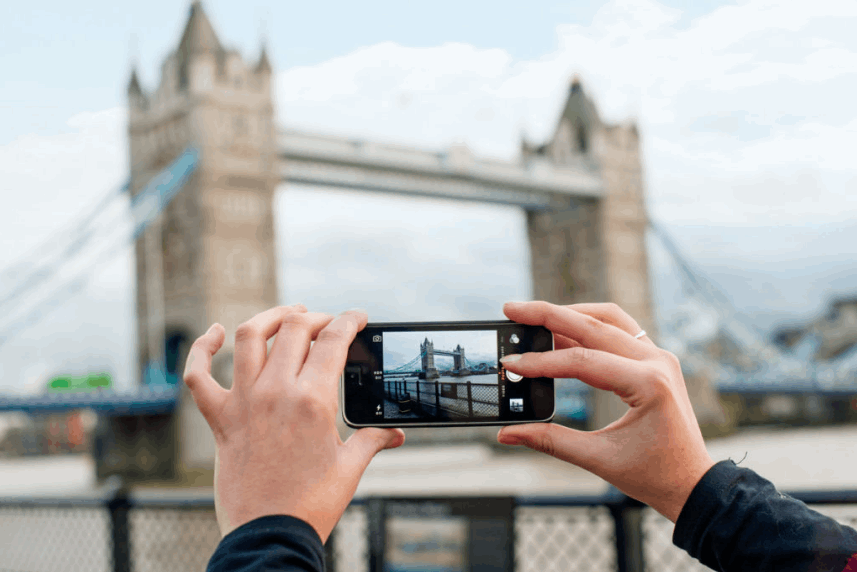Taking a photo of the London Bridge