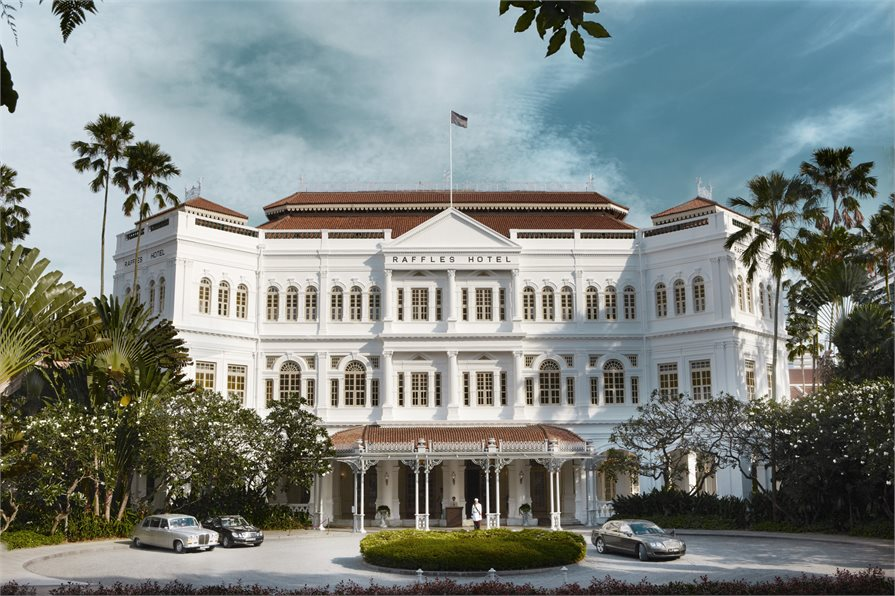 Raffles hotel Singapore entrance view