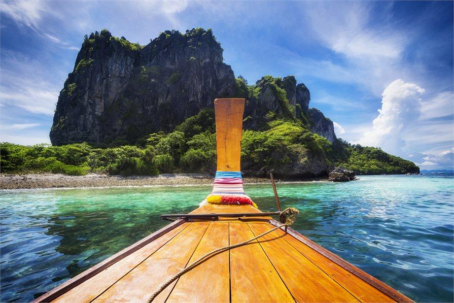 Sailing to the Ko Phi Phi Islands